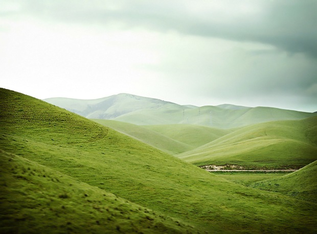 Green-landscape-on-the-hills