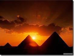 Napkelte_a_piramisoknál