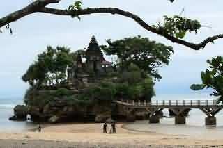 Ismoyo Island
