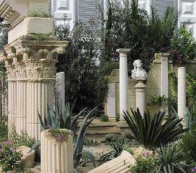 garden_columns_ruin.jpg