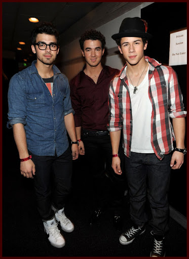 Jonas Brothers grabando WE ARE THE WORLD [Fotos!] Wearetheworld007J