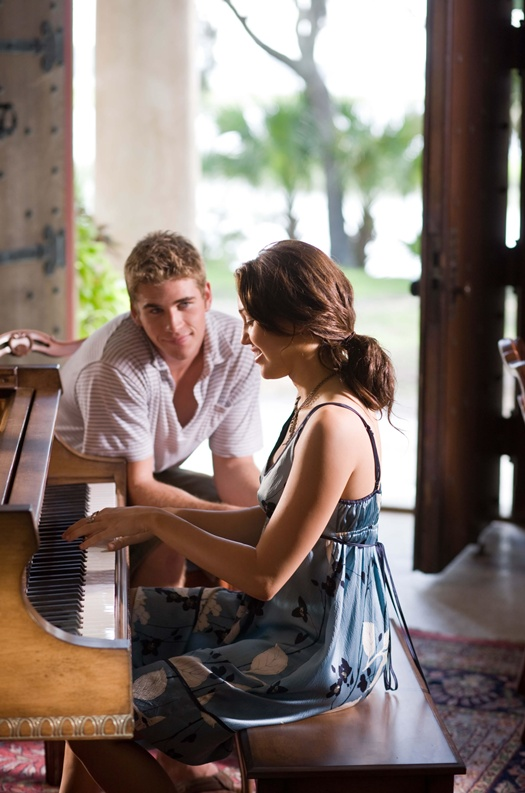 Still The Last Song Liam-Hemsworth-and-Miley-Cyrus-in-THE-LAST-SONG_3_jpg