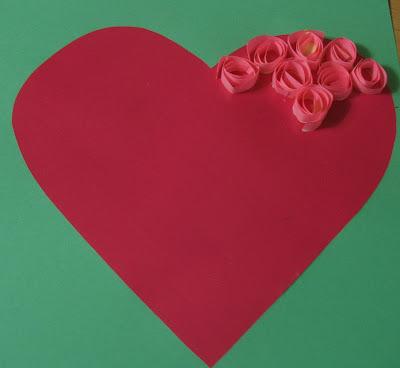 Романтическая открытка, выполненная в технике кручение