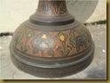 Vas bunga karsonik - detail kaki