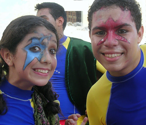 Jóvenes actores y actriz (Plaza Venezuela, Caracas, Venezuela)