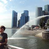 Στη Σιγκαπούρη με φουσκωμένο μάγουλο από προβληματικό δόντι!...