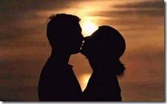 Casal_se_beijando