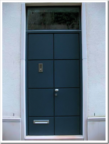 blue door luxembourg