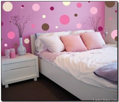 pink-polka-room funky black owl