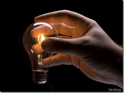 light-bulb-idea-hand nireblog[2]