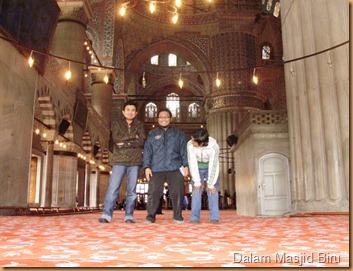 Dalam Masjid Biru