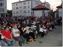Público presente no acto da celebración do San Miguel organizada por Xovenes do Pobo