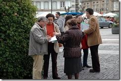 Recollida de firmas da Asociación Amigos do Casco Histórico de Betanzos
