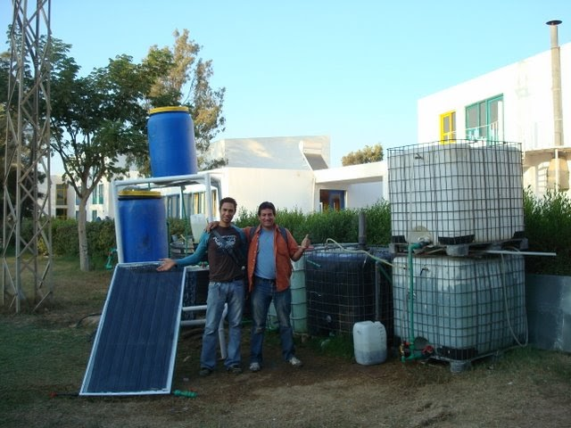 Solar cities a low cost solar heater using ubiquitous for Plastic water heater