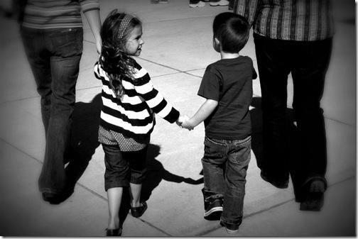 holding hands picnik