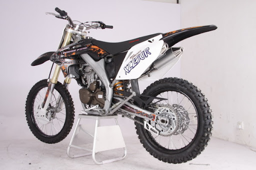 Crossfire XZR250R Dirt Bike side on