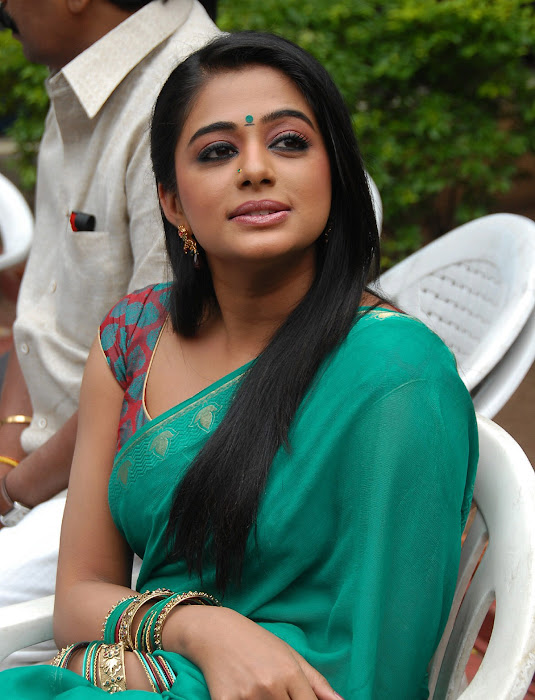 priyamani wearing green saree high quality hot photoshoot