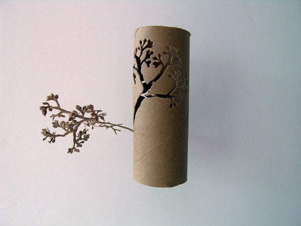 Weird toilet paper roll art bored panda for Painting toilet paper rolls