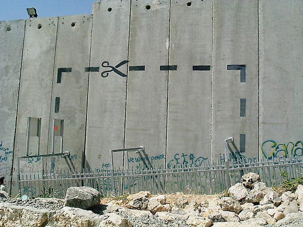http://lh5.ggpht.com/_9F9_RUESS2E/SsUyLqUZfMI/AAAAAAAABRU/ZT0bytOJU2w/s800/banksy-graffiti-street-art-palestine.jpg