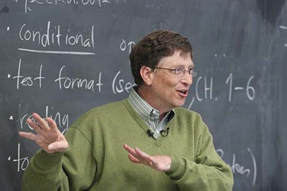 Microsoft CEO Bill Gates talked with UW-Madison undergraduates about the promise of the technology industry when he stopped in their classroom during his 2005 College Tour. UW-Madison was one of five universities included in the tour, which is promoting greater youth involvement in technology careers. &#10;&#169; UW-Madison University Communications 608-262-0067&#10;Photo by: Jeff Miller&#10;Date:  10/05    File#:  D100 digital camera frame 14338&#10;