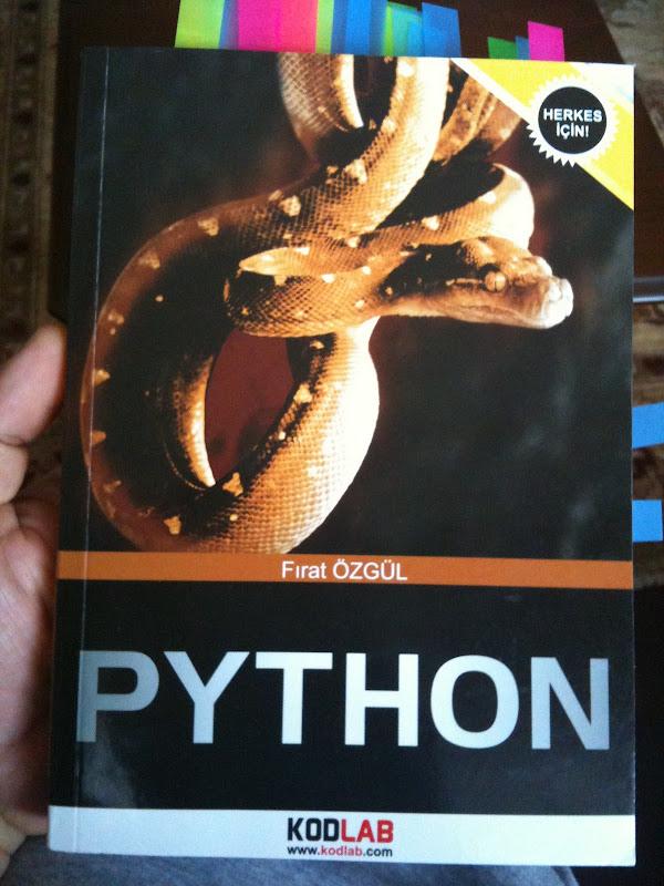 Fotoğraf: Fırat Özgül'ün Python kitabı kapağı