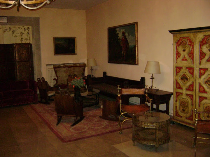 Salones interiores del Parador de León