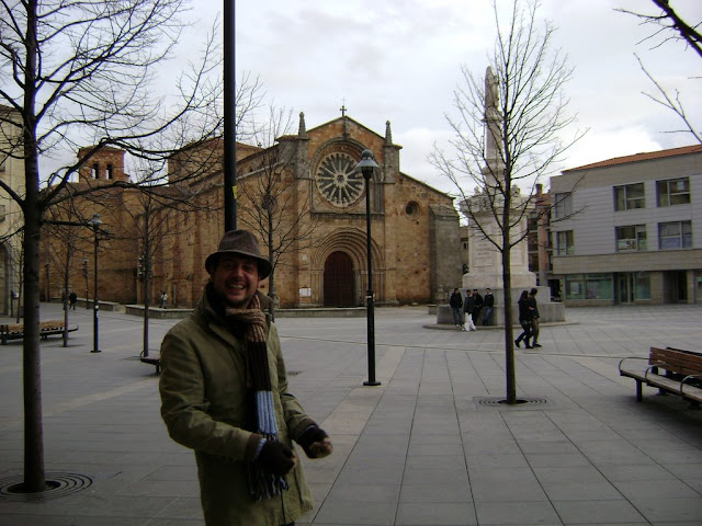 Yo en la Plaza Mayor de Ávila