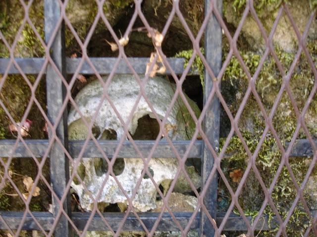 Detalle de las Calaveras en la Iglesia de la Alberca