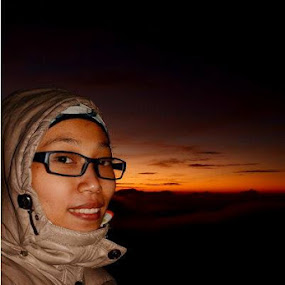 Smile in Sunrise.. by Dwi Ratna Miranti - People Portraits of Women