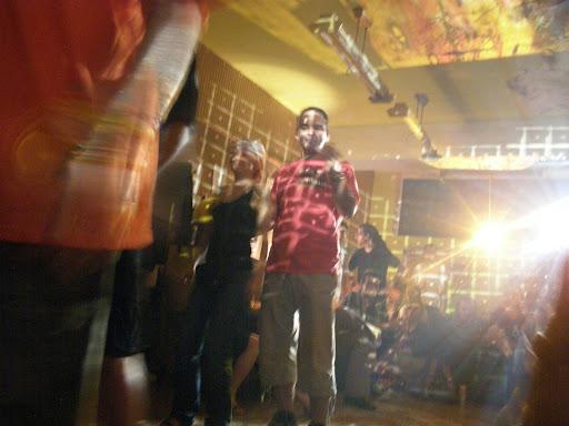 Keleti Blokk Művészeti Egyesület Nappali klub Kibu 33,33-ik szülinapi ünnepség a Nappaliban. Az esemény alkalmából a szőnyegszínpad vendégei: Új Párduc, Flash, Dublorz. Lights, pszichódelikus, pszichódelia, Kezdés kilenckor.  Keleti Blokk Eastern Bloc a néhai ELTE épület cím: 1145 Budapest, Ajtósi Dürer sor 19-21