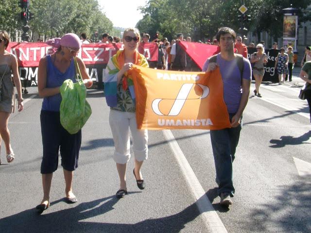 , 2010, Budapest Pride, buzi, felvonulás, fényképek, gay, képek, lesbians, leszbikusok,  LGBT, meleg, Meleg Méltóság Menete, photos, pictures, tüntetés,   stockphoto, parádéPartito Umanista, Humanista Párt, Olaszország, Italia, Italy