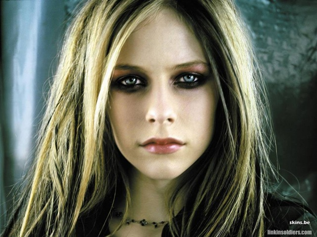 [avril-lavigne-1024x768-5425 LinkinSoldiers[2].jpg]
