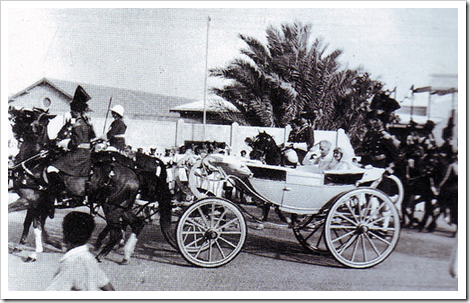 Quaid-e-Azam arriving to inaugurate the State Bank of Pakistan