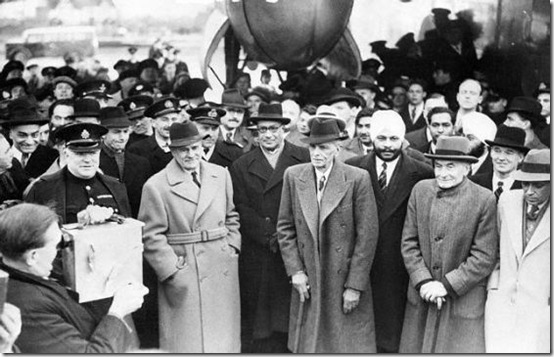 3rd December 1946: Quaid-e-Azam Mohammad Ali Jinnah (centre) arrives at London Airport with viceroy and governor-general of India Lord Wavell and other Indian delgates.
