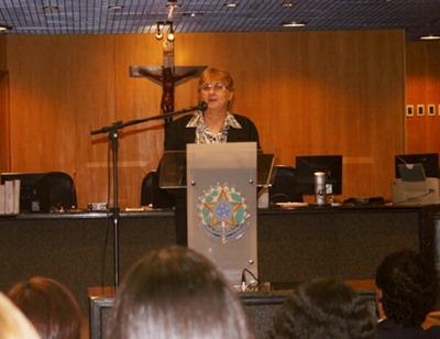 Professora Sandra Borba Pereira analisa relao entre trabalho e espiritualidade.