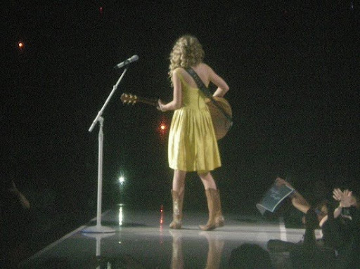 Taylor Picture Game. 0. TaylorSwiftYellowDress.JPG. Taylor without make up