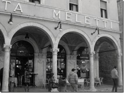 Lo storico caffè Meletti ad Ascoli