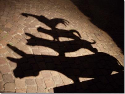 L'ombra della statua dei musicanti a Brema