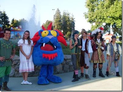 Leomonster e gli attori di Peter pan a leolandia