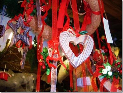 decorazioni in legno al mercatino di Natale di Trento