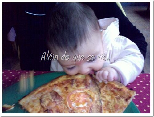 Mamãe bobeou, ataquei a pizza dela! :-P