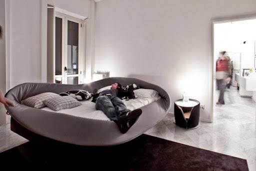 http://lh5.ggpht.com/_BkOsthGKM3U/TIfDVOXRP2I/AAAAAAAAAMs/G0w0v4kJgbA/Modern-Bed-by-Lago.jpg