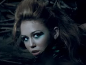 miley-cyrus-cant-be-tamed-lyrics-video-and-photos