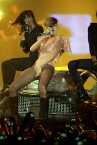 rihanna-metro-radio-arena-concert-review