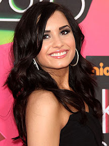 demi-lovato-rehab-she-quits-tour-enters-treatment-center