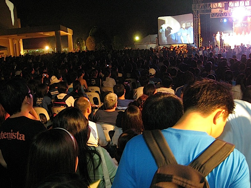 the crowd at the Back 2 the Bonfire event of the Ateneo de Manila