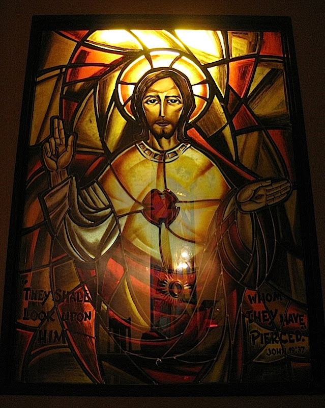 image of Jesus in the Sacred Heart Chapel of the Ateneo Church of the Gesù