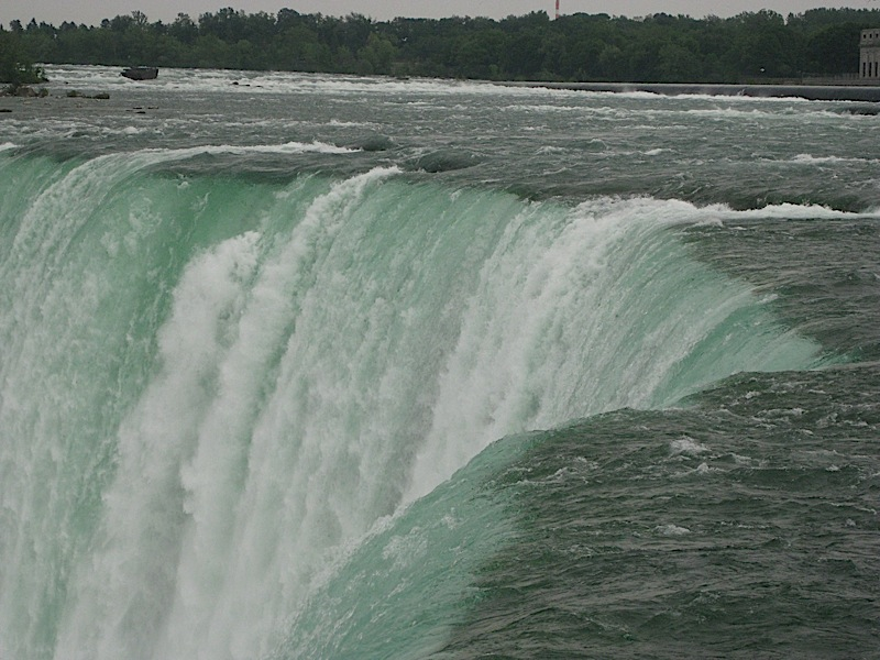 water going over the edge of the rock, Canadian Horseshoe Falls, Niagara Falls