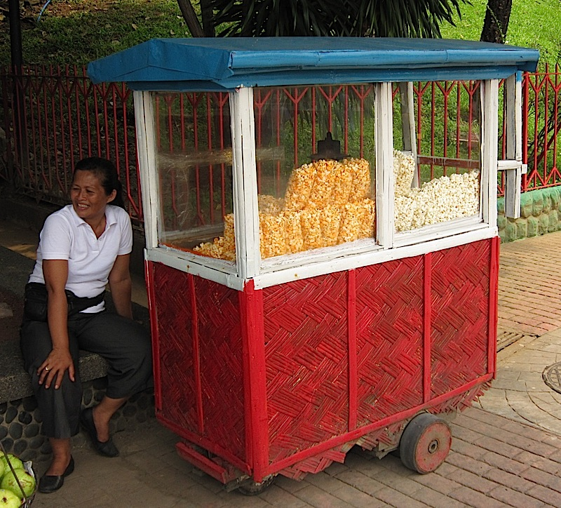 popcorn cart in Rizal Park