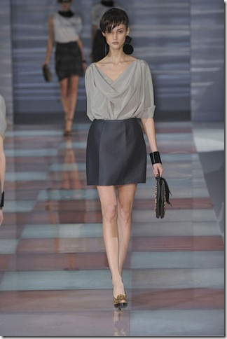elleEmporio-Armani-FALL-RTW-2010-PODIUM-032_runway